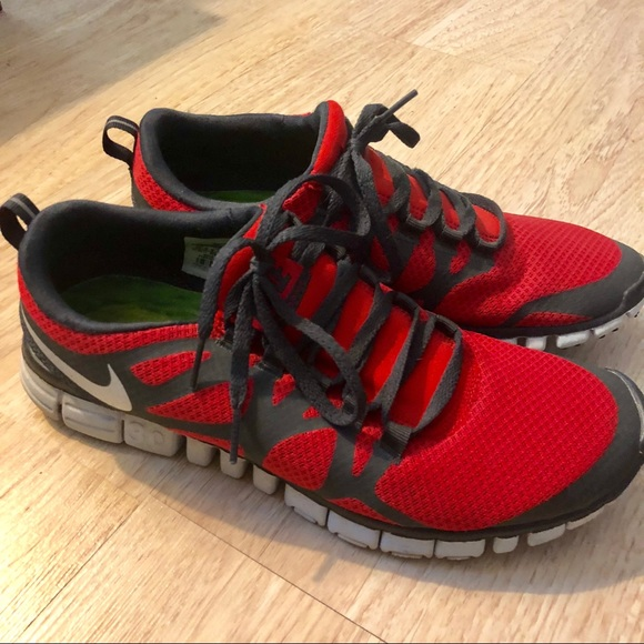 c01cfe7b66f5 Nike Free 3.0 V3 Red Running Shoes Men s Size 10.5.  M 5b832b13cdc7f75779ee403c